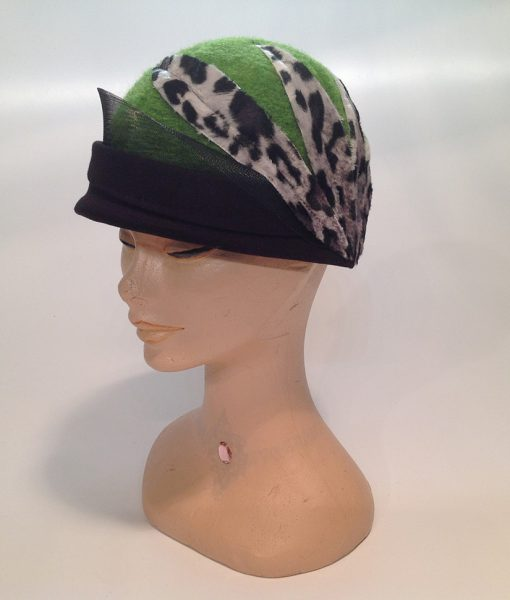 cloche in Jersey cooked with applications and end fleece – side-frontal view